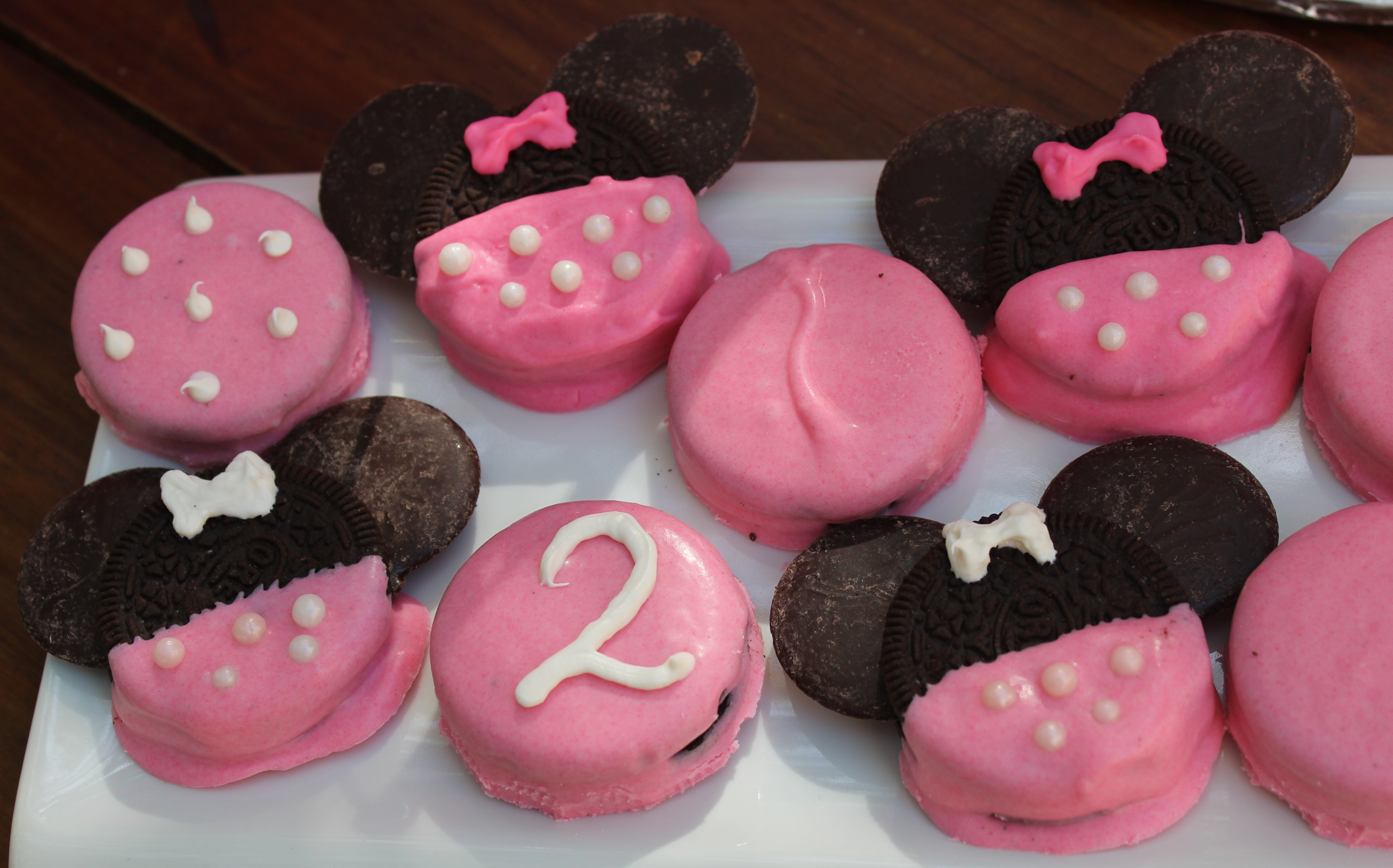 DDs Minnie Mouse Birthday Party Part 2 Dipped Oreos